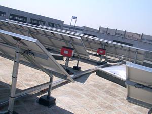 La tecnologia fotovoltaica, che sfrutta la capacità di alcuni materiali, nel caso specifico il silicio cristallino, di produrre energia elettrica quando illuminati dalla radiazione solare